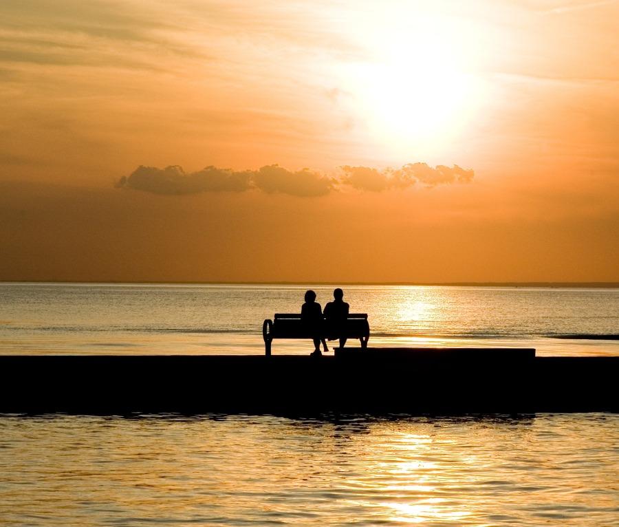 bench-1052066_1920.jpg